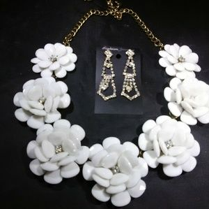 Statement necklaces flowers with bonus Earrings